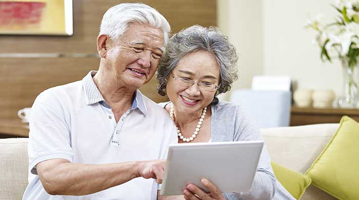 Seniors with frequently asked life settlement question